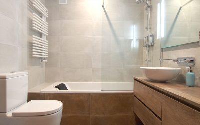 Brigitte, les deux salles de bains d'une belle maison à Sant Cugat del Vallès